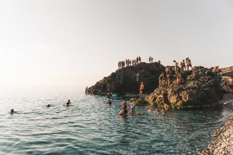 Cliff jumping Sarpi